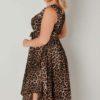 Klänning med leopardtryck