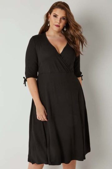 Svart klänning med trekvartsärm